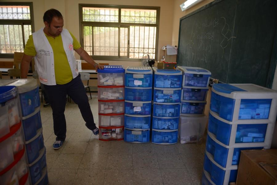 Entrega de medicamentos al centro de salud palestino (A. Z.)