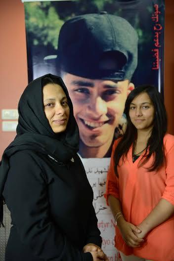 Nahil y , madre y hermana de Nadeem en su casa (Alex Zapico)